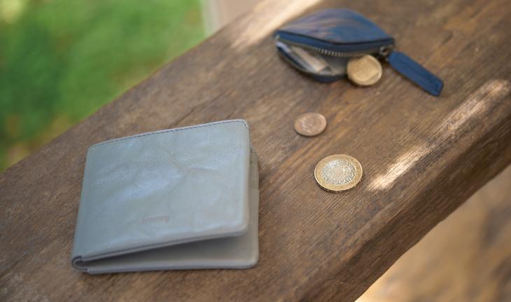 hmny 二つ折りの財布