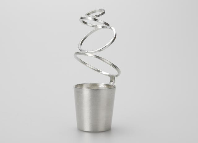 女性への贈り物 錫製の一輪挿し