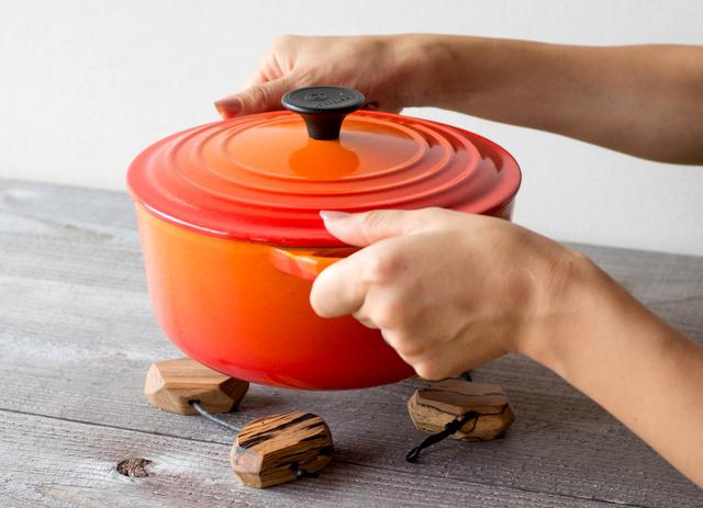 虫喰い材の鍋敷きブロック使用イメージ