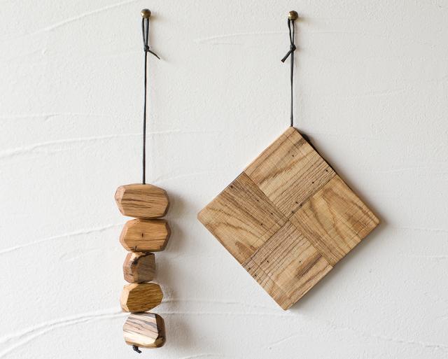 虫喰い材の鍋敷きブロックのインテリア