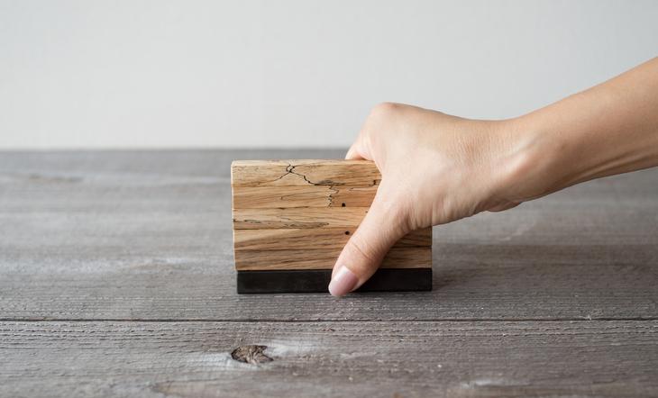 虫喰い材のカトラリーレストトップイメージ