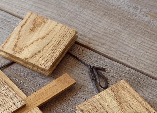 虫喰い材の鍋敷き細部1