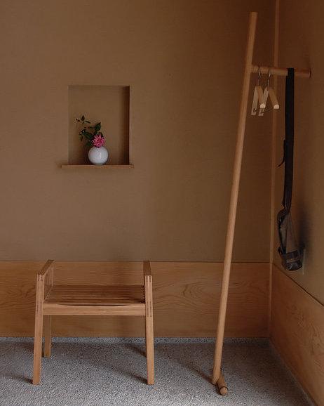 TEORI 竹製のコートハンガー 「TAKEUMA」」